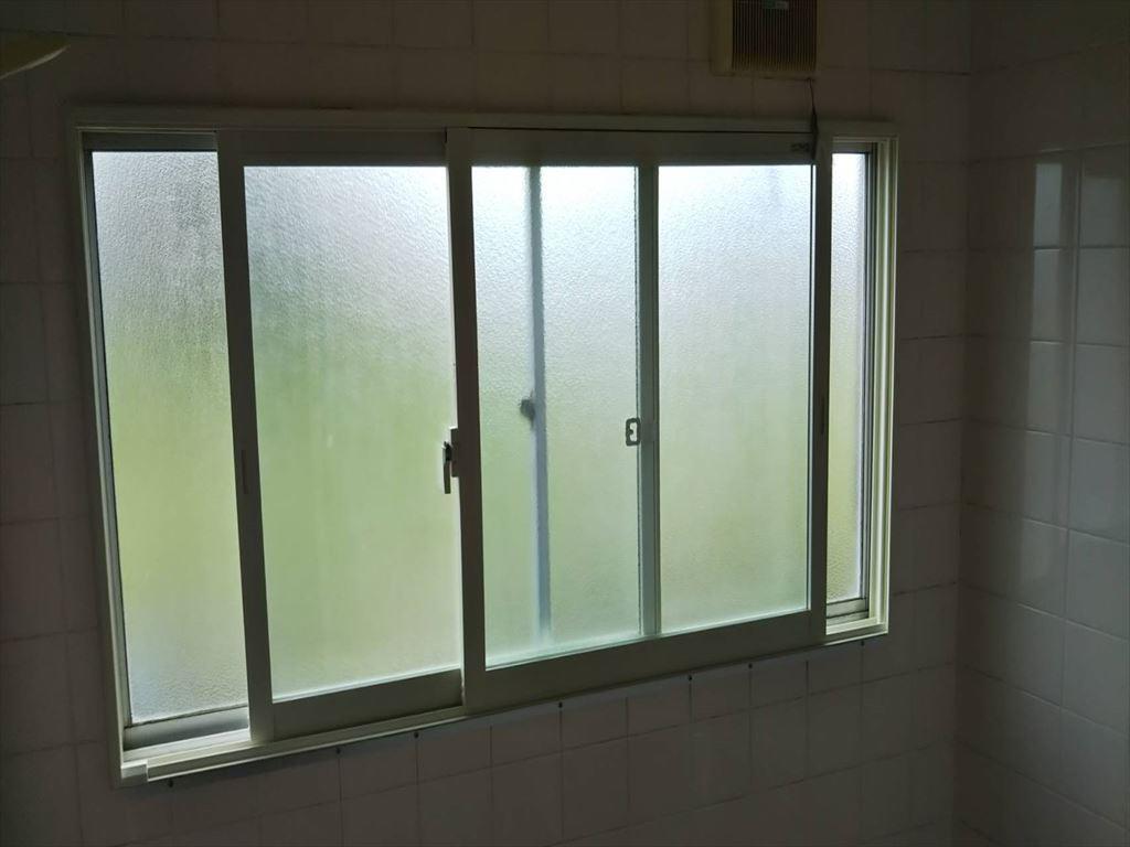 浴室にインプラス内窓取付ました。