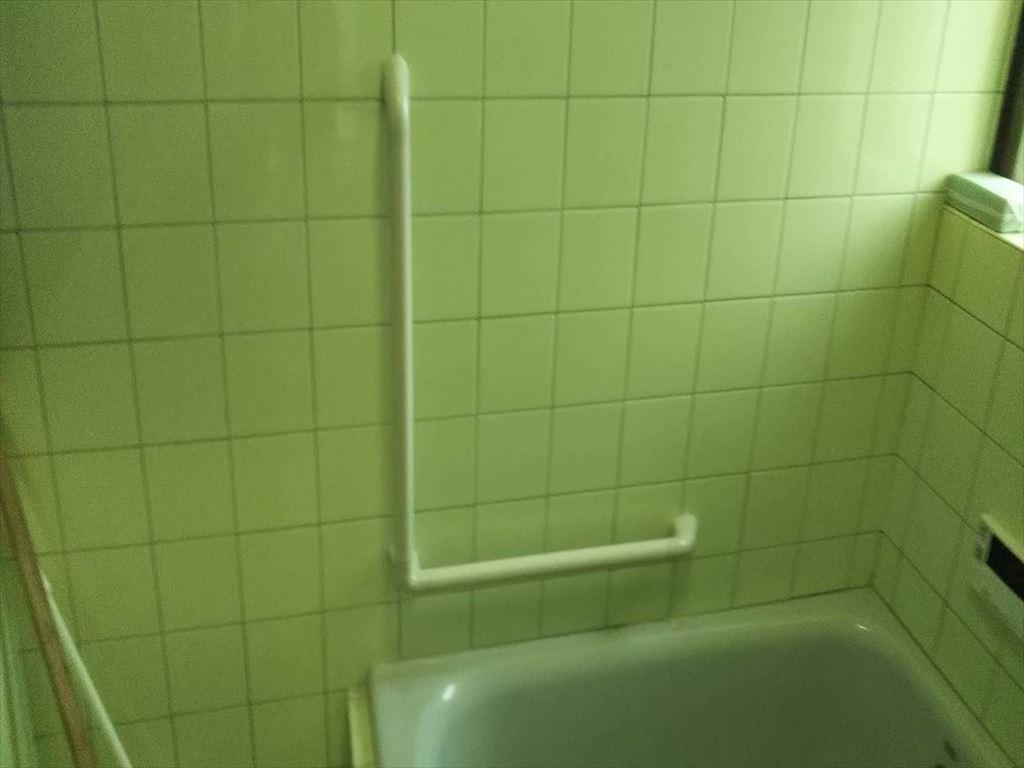 浴室に手すりを取付ました。