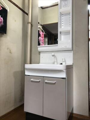 タカラホーロー洗面化粧台に取替ました。