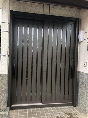 LIXIL玄関引戸リシェントに取替ました。